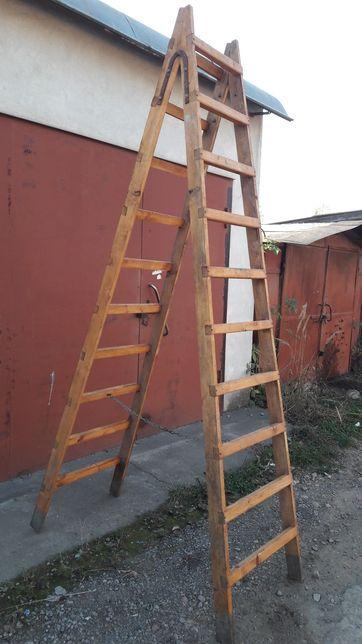 Продається дерев'яна двостороння драбина (стремянка).