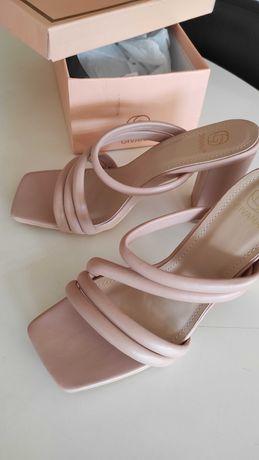 Sapatos salto alto - Novos
