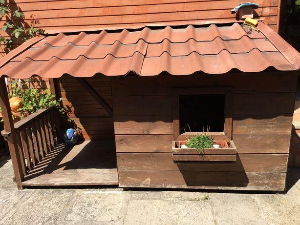 Casota de madeira para caes de porte grande (Serra da Estrela)