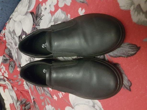 Продам туфли Eссо на мальчика размер 37