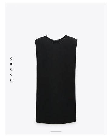 Vestido preto com ombreiras