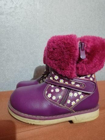 Очень красивые фирменные зимние ботинки для девочки