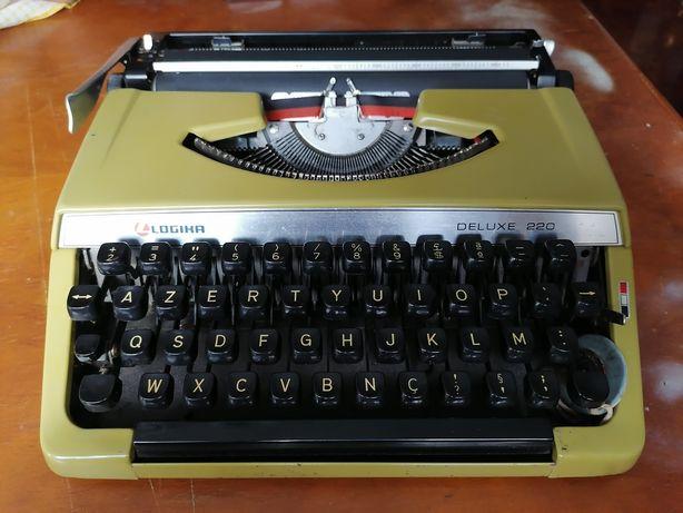 Máquina de escrever Logika Deluxe 220