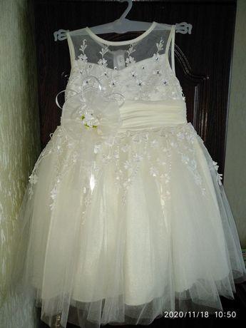 Нарядное пышное платье 104р