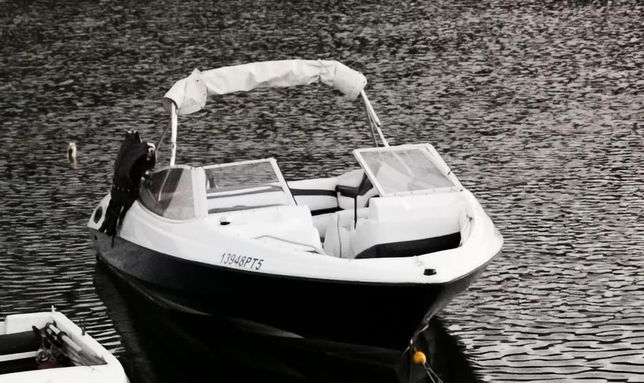 Barco Bayliner Capri 2050 proa aberta 8 pessoas