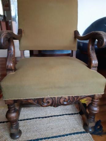 Fotel antyczny w bardzo wygodny