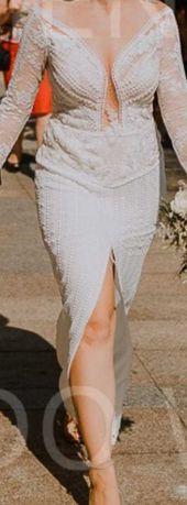 Suknia ślubna z rozporkiem z przodu