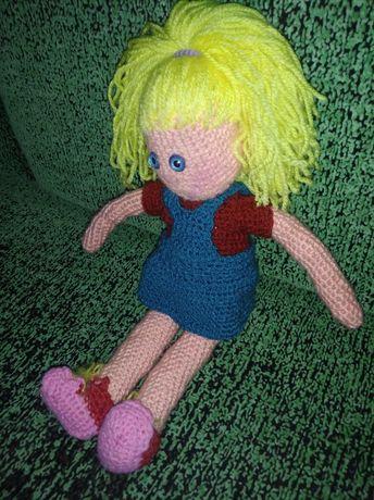 Вязанная мягкая кукла