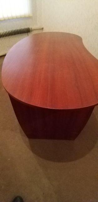 Офисный стол под красное дерево