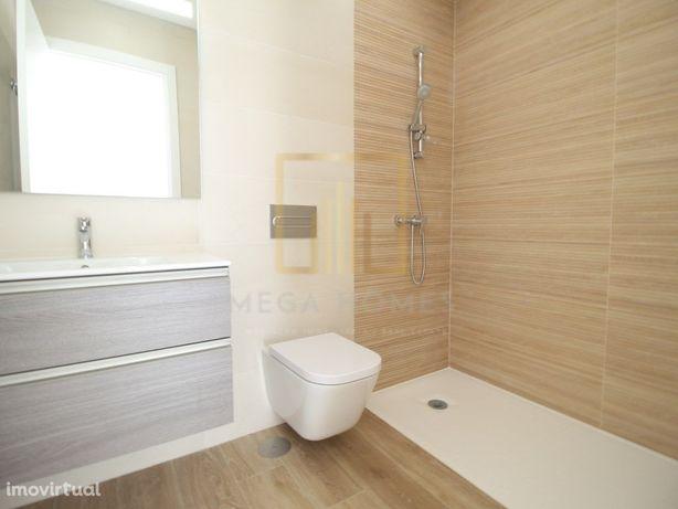 T3 Novo com 2 casas de banho, piscina e garagem box, em P...
