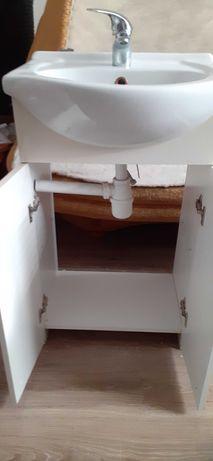 Szafka z umywalka bateria i syfonem