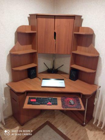 Продам крепкий,качественный угловой компьютерный стол.