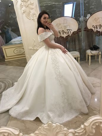 Королівська весільна сукня