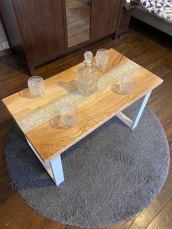 Stół z źywicą