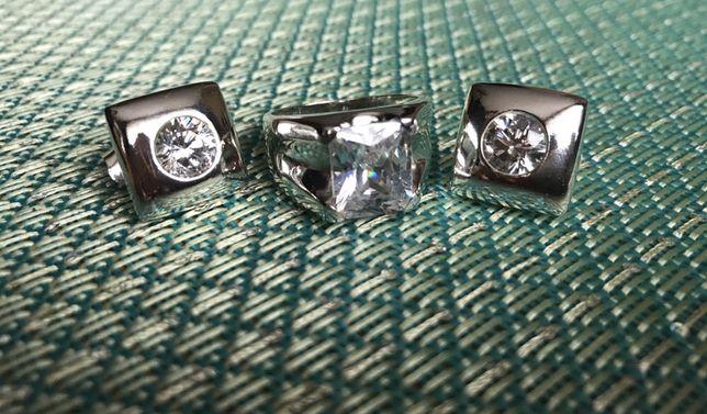Zestaw masywnego srebra z białą cyrkonią- duży pierścionek, kolczyki