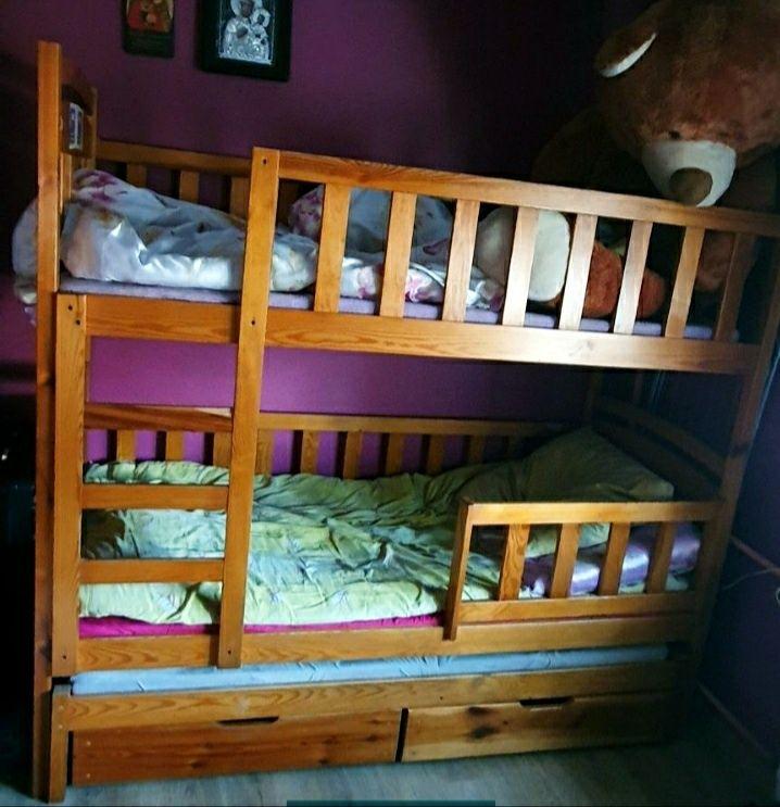 Łóżko piętrowe trzyosobowe