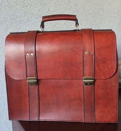 Солидный кожаный чемодан для делового человека