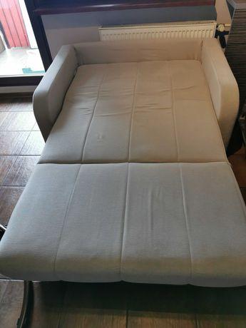 Atrakcyjna jasna sofa rozkladana, wygodna, sprężyny