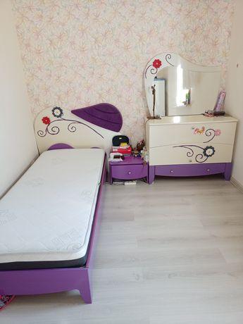 Продам детскую спальню, практически новую, очень красивая мебель