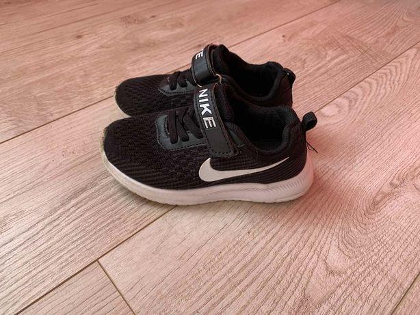 Кроссовки Nike р.27