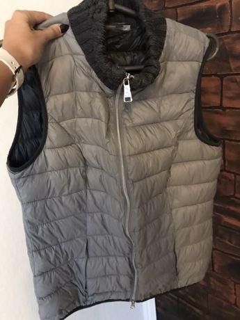 Теплая жилетка на синтепоне безрукавка куртка
