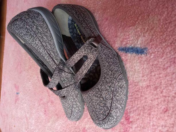 Sapato Skechers novo em caixa 37