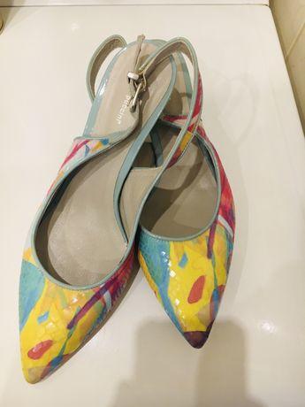 Buty ze skóry lakierowane projektanta Andrea Puccini