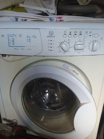 Продам стиральную машину Indesit wil85ex