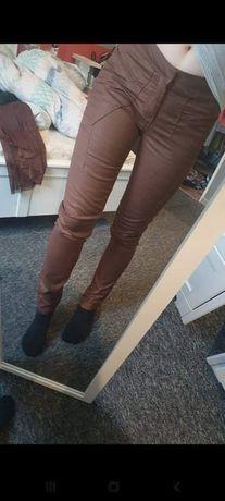 Spodnie brązowe materiałowe