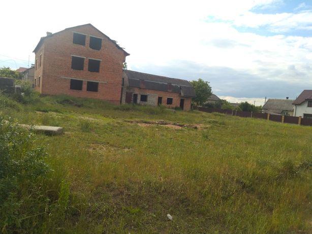 Продається земля з будинком с . Вороців