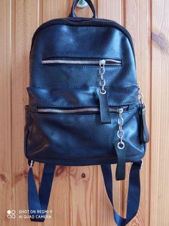 Продам рюкзак майже новий.