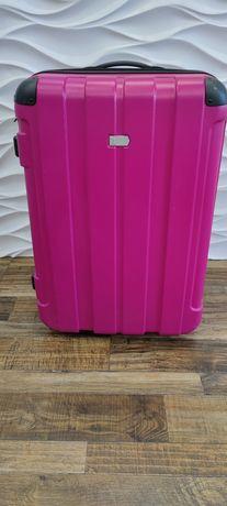 Продам чемодан на колесах