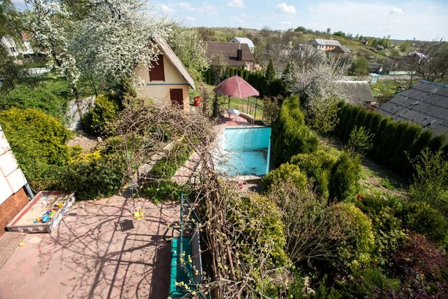 Продам частину будинку в с.Бармаки (12сот,басейн,баня,ставок)