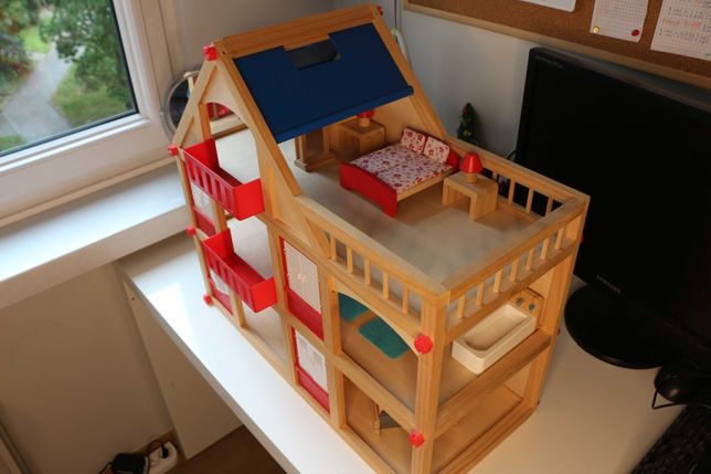 Drewniany domek dla lalek PlayTive - z mebelkami