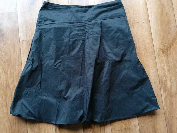 Czarna luźna spódnica