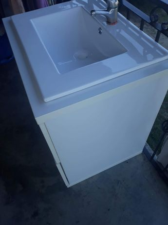 Umywalka biała REA