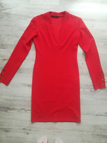 Czerwona elegancka sukienka obcisła