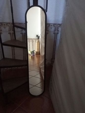 Espelho antigo vintage parede ou chão. Estilo vintage