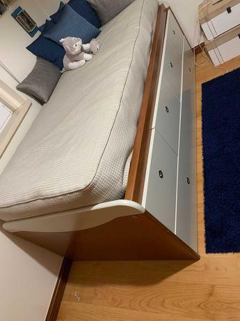 Conjunto cama, móvel e cubos decorativos