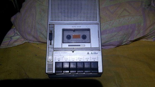 Vendo leitor de cassetes antigo