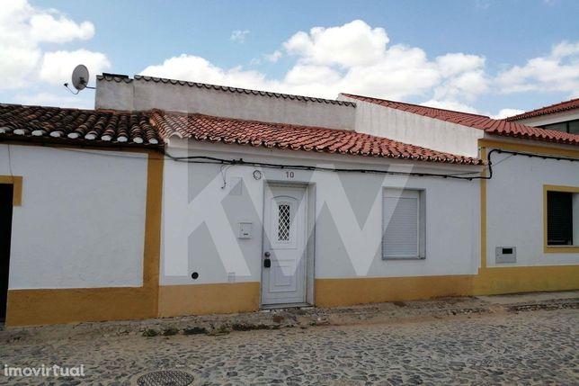 BEJA : Moradia V2  Remodelada com quintal, Moura, Safara...