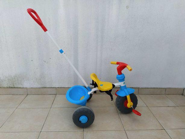 Triciclo de pedais