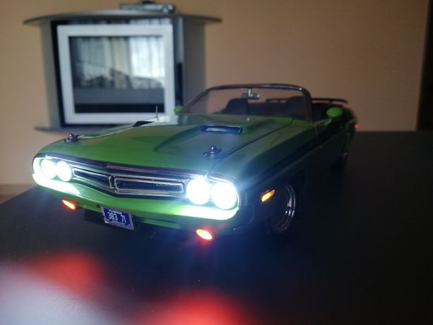 model dodge challenger greenlight 1:18 tunning led