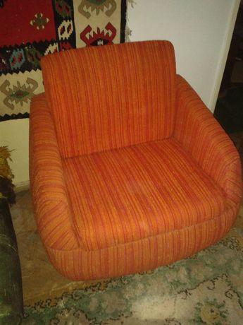 Fotel pomarańczowy PRL