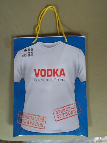 Новая футболка Vodka connecting people.