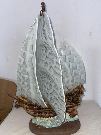 Candeeiro em formato de barco