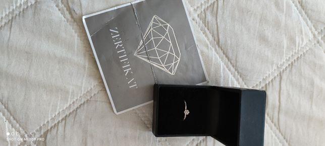 Nowy pierścionek zaręczynowy Kraemer z diamentem
