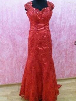 Продам шикарное платье в идеальном состоянии за 9000 СРОЧНО!!!