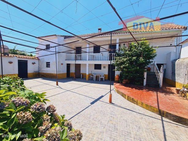 Moradia T4 com piscina - Castanheira de Pêra