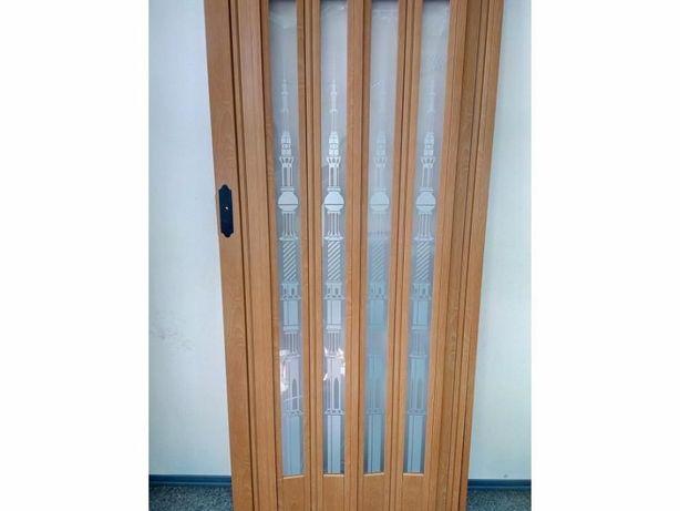 Двери-гармошка ОСТЕКЛЕННЫЕ вишня